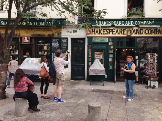 shakespeare_and_company_bookshop01
