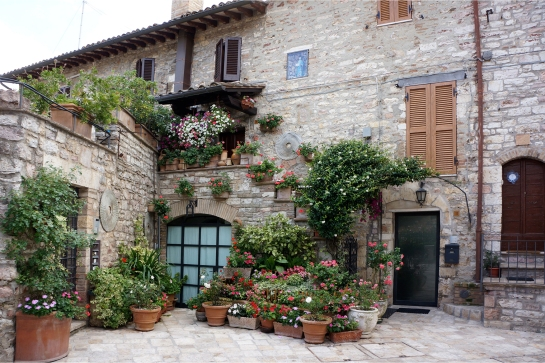 assisi_flower_house_maison_34