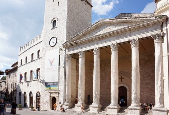 assisi_minerva_piazza_del_commune_27