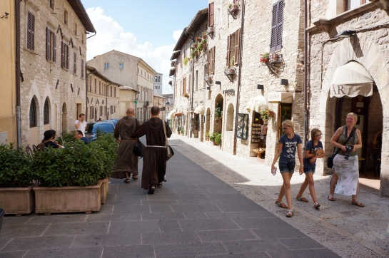 assisi_street_italy_11