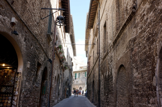 assisi_street_italy_20