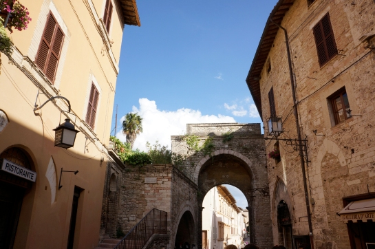 assisi_street_italy_29