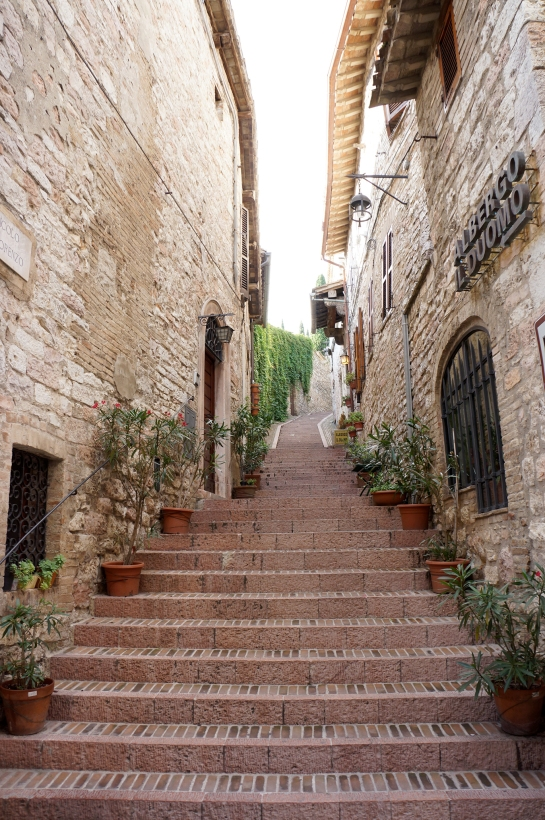 assisi_street_italy_32