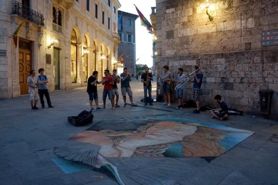 venus_botticelli_street_art_music_siena_italy